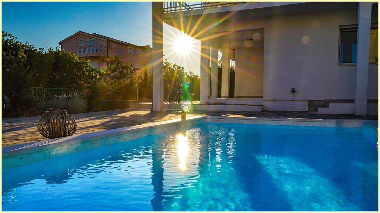Pool_am_Abend